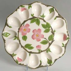 A Vintage Deviled Egg Platter That's More Than Just an Easter Serving Piece — Southern Living Deviled Egg Platter, Deviled Eggs, Scrambled Eggs, Desert Rose Dishes, Franciscan Ware, Green China, Mexican Breakfast Recipes, Vintage Dishes, Vintage Kitchen