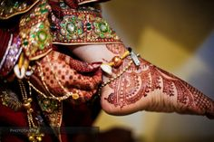 Mehndi is the art of applying henna ink too skin. The ink will set into the skin and the wearer will have a beautiful, temporary tattoo. Henna Ink, Henna Mehndi, Mehendi, Traditional Henna, Traditional Indian Wedding, Natural Henna, South Asian Wedding, Asian Bridal, Hair St