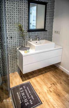 Contemporary apartment by Shoko Design 33 White Bathroom, Bathroom Interior, Modern Bathroom, Small Bathroom, Bathroom Toilets, Bathroom Cleaning, Diy Inspiration, Bathroom Inspiration, Contemporary Apartment