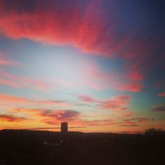 Waking up and... Pink clouds this morning ! #normandie #rouen #rooftop #bestpartofwakingup #goodmorning #petitejoys #livecolorfully #abmlifeiscolorful #pinkclouds #barbapapa #myunicornlife by mafalda.vidal