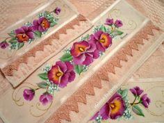 Jogo de Banho Fabric Painting, Flower Art, Stencils, Rose, Drawings, Flowers, Dining Table Runners, Bath Towels & Washcloths, Crochet Ladybug