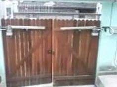 Resultado de imagem para modelos de portão para garagem de madeira