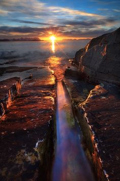Crackling Eclipse  by Arild Heitmann