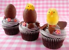 cutest Easter cupcake idea ever - fluffy chickens hatching from chocolate eggs!