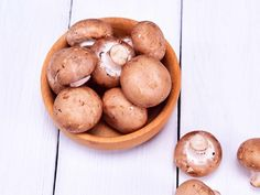 How to Keep Mushrooms Fresh So They Don't Get Slimy Store your mushrooms correctly and avoid the slime Keto Friendly Vegetables, Low Carb Vegetables, Veggies, Mushroom Recipes, Vegetable Recipes, Vegetable Sides, Veggie Dishes, Vegetarian Recipes, How To Store Mushrooms