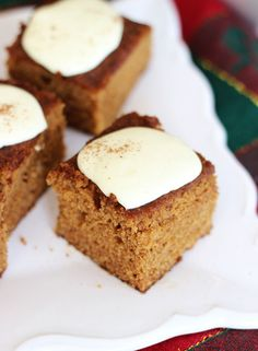 GINGERBREAD CAKE WITH LEMON CREAM CHEESE ICING! Super easy and festive! #thegoldlininggirl