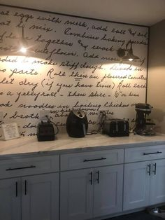 Kitchen backsplash tile is the perfect blending of functionalism and decorative artwork. Kitchen backsplash tile combines strength, durability, hygiene and […] Wall Recipe, Granny's Recipe, Kitchen Backsplash, Kitchen Cabinets, Kitchen Walls, Blue Cabinets, Backsplash Ideas, Diy Upcycling, Kitchen Wallpaper