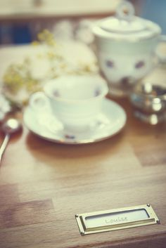 #photographie #vintage #decoration  #fleurs Baking, Decoration, Tableware, Vintage, Food, Photography, Flowers, Decor, Dinnerware