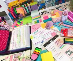 I like the little basket with Post Its School Goals, I Love School, School Hacks, College Note Taking, School's Out For Summer, Study Room Decor, Study Photos, Study Planner, Diy School Supplies