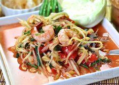 Thai Som Tam - Spicy Green Papaya Salad by The High Heel Gourmet 6 Thai Green Papaya Salad, Papaya Salat, Asian Recipes, Ethnic Recipes, Asian Foods, Shrimp Salad, Thai Shrimp, Thai Salads, Spicy Thai