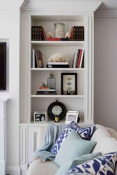 How to decorate with Hamptons style in your home - Entertainment Hamptons Style Homes, The Hamptons, Decorating Tips, Decorating Your Home, Mdf Cabinets, Shelf Furniture, Painted Furniture, Furniture Design, Entertainment Room