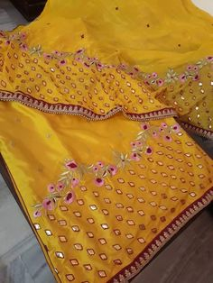 Embroidery Suits Punjabi, Hand Embroidery Dress, Embroidery Suits Design, Hand Embroidery Designs, Embroidered Blouse, Bridal Suits Punjabi, Punjabi Suits Party Wear, Latest Punjabi Suits Design, Designer Punjabi Suits