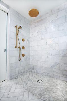 Carrara Venato Marble Bathroom - Amazing shower with Venato marble and brass fixtures! Shower Floor Tile, Bathroom Floor Tiles, Wall Tile, Bathroom Tile Patterns, Bathroom Tile Showers, Bathroom Ideas, Bathroom Cabinets, Bad Inspiration, Bathroom Inspiration