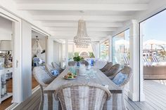 Now THIS is how you do Hamptons decor in Australia! - The Interiors Addict Hamptons Decor, Die Hamptons, Hamptons Style Homes, Coastal Living Rooms, Coastal Homes, Hamptons Living Room, Coastal Style, Coastal Decor, Nantucket Style