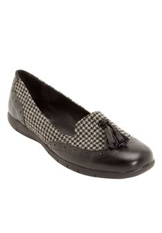 These classic loafers feature traditional oxford details combing style and comfort. CV Flex Groove by Comfortview® with skid-resistant bumps and external flex grooves on the outsoles creates a comfort you can walk on all day.  leather-like upper new sock lining is designed with high-density memory foam and  extra heel cushioning for lasting support and comfort flexible, skid-resistant soles are designed for better traction the stabilized heel design and sound construction offer better s...
