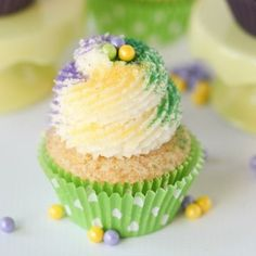 King Cake Cupcakes -- vanilla cupcakes with a cinnamon swirl and lots of buttery frosting!!