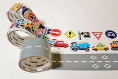これまでのマスキングテープの常識を覆す、マスキングテープ『bande(バンデ)』をご存知ですか? 1枚ずつめくって使えるから自由度が高いのはもちろん、デザインもオシャレでかわいいんです♪ 子どもウケするデザインも登場して、ママだけではなく、親子で楽しめそう♪ 1枚ずつめくれるマスキングテープ『bande』って? 『bande』はマスキングテープの商品名。「なーんだマステか~」と侮るなかれ、即完売する販売店も出るほど人気の、今注目の新感覚マステなんです。 \再入荷!/お待たせいたしました!1枚ずつめくれるマスキングテープbandeより、人気の「桜の花びら」が再入荷しました!ちょっとしたメモも、この桜の花びらでとめてあったら、きゅんとしそう。ロフトネットストアは→https://t.co/TbUSciPH15 pic.twitter.com/vDly4TGmBP— ロフト公式 (@LOFT_Official) 2017年5月4日 一般的なマスキングテープは帯状になっていますが、bandeは1枚ずつはがして使えるのが特徴。さまざまな絵柄が描かれ...