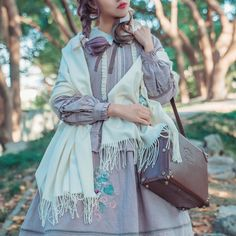 Surface Spell -I Don't Want To Be Anne of Green Gables- Vintage Classic Embroidery Lolita Shawl