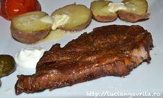 Ceafă fe porc în bere brună la cuptor, cartofi copți, murături asortate