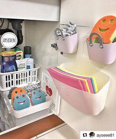 Görüntünün olası içeriği: iç mekan Kitchen Sink Organization, Small Space Organization, Kitchen Storage, Home Command Center, Ideas Prácticas, Organisation Hacks, Baby Room Decor, Home Decor Styles, Cozy House