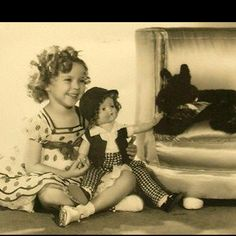 Shirley Temple and Scottie Classic Hollywood, Old Hollywood, She Movie, Movie Pic, Old Movie Stars, Westies, Bichons, Cinema, Thing 1