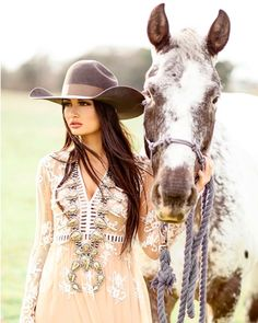 Cowgirl Pictures, Unique Senior Pictures, Girl Senior Pictures, Horse Girl Photography, Western Photography, Western Girl, Western Chic, Cowgirl Outfits, Western Outfits