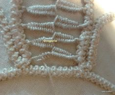 MACRAME' RUMENO : New! Ricamo Foglia (Felce) Romanian Lace, Point Lace, Needle Lace, Crochet Poncho, Hand Stitching, Hand Embroidery, Decoupage, Projects To Try, Blanket