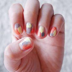 3 색을 뽄뽄뽄과 각각의 손톱에 올려 주면 심플하지만 밝은 느낌의 네일 친구들과 즐거운 외출.