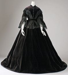 """omgthatdress: """" Dress ca. 1861 via The Costume Institute of The Metropolitan Museum of Art """" Civil War Fashion, 1800s Fashion, 19th Century Fashion, Victorian Fashion, Vintage Fashion, Victorian Era, Steampunk Fashion, Vintage Outfits, Vintage Gowns"""