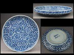 古伊万里総蛸唐草丸皿(江戸中期) Ceramic Tableware, Porcelain Ceramics, Ceramic Art, White Ceramics, Japanese Porcelain, Japanese Pottery, White Porcelain, Japanese Table, Japanese Plates