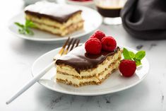 Eclair Cake is one of the easiest no-bake desserts of all-time. Graham crackers layered with a vanilla filling and chocolate frosting is reminiscent of an eclair without any of the effort. Easy No Bake Desserts, No Bake Treats, Summer Desserts, Delicious Desserts, Potluck Desserts, French Desserts, Homemade Chocolate Frosting, Cookie Recipes, Dessert Recipes