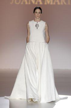 Juana Martín #azahar #barcelonabridalweek Vogue, Dress Vestidos, 2015 Trends, Wedding Wishes, Bridal, Formal Dresses, Wedding Dresses, Runway, Outfits