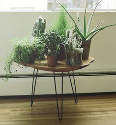 DIY stump stool with hairpin legs