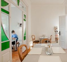 AIA Coffee & Restaurant in Porto, featuring a pristine white interior furnished completely in second-hand pieces.