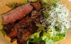 Rindersteak | Grüne Salatmischung | Kresse | Rapsöl | Estragonessig | Meersalz | Pfeffer