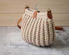 - You Tube Örme Çantalar Crochet Handbags, Crochet Purses, Crochet Bags, Diy Crochet, Crochet Basket Pattern, Crochet Patterns, Crochet Baby Poncho, Crochet Shoulder Bags, Crochet Shell Stitch