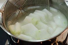 Winter Melon Soup with Meatball (冬瓜丸子汤) Pork Broth, Pork Soup, Chicken Soup Recipes, Healthy Soup Recipes, Winter Melon Tea, Vegetarian Chinese Recipes, Melon Recipes, Vermicelli Recipes, Asian Vegetables