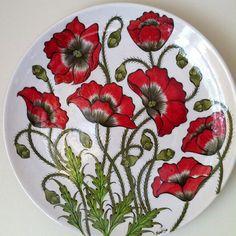 Painted Plates, Hand Painted Ceramics, Ceramic Plates, Plates On Wall, Ceramic Pottery, Pottery Art, Decorative Plates, Pottery Painting, Ceramic Painting
