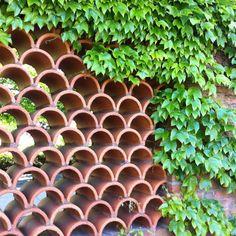 Spanish Courtyard, Front Courtyard, Garden Privacy Screen, Privacy Walls, Landscape Design, Garden Design, Brick House Designs, Clay Roof Tiles, Spanish Tile
