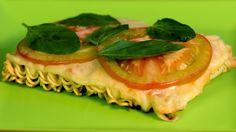 Bateu aquela fome de última hora? Então, aprenda a receita super fácil de pizza de macarrão instantâneo!