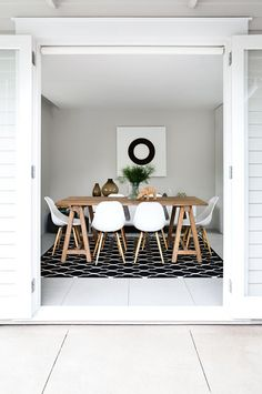 IOT0115HBELL_09 dining room timber black white print rug beach