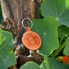 turtle leather keychain Leather Key Holder, Leather Keychain, Leather Earrings, Simple Gifts, Easy Gifts, Little Star, Vegetable Tanned Leather, Keychains, Tan Leather