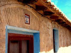 Alpuente 2015 04: Edificio Antigua Escuela de Niños, actual Aula de Recuperación Paleontológica