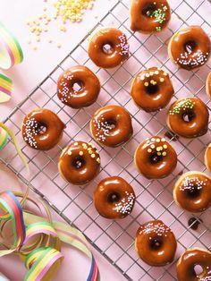 Salted Caramel Donitsit (Uunissa paistetut) | Annin Uunissa Caramel, Goodies, Salt, Baking, Vegetables, Food, Sticky Toffee, Sweet Like Candy, Candy