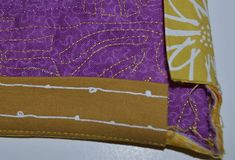 Art Quilter Robbi Joy Eklow shares her method for making a quilt facing, an alternative way to finish raw edges of a quilt. Quilting Tips, Quilting Tutorials, Sewing Tutorials, Bernina Usa, Quilt Binding Tutorial, Quilt Border, Small Quilts, Sewing Techniques, Sewing Hacks