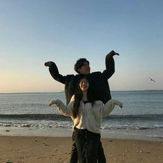 Asian Couple / In Love / Amour / Amore Cute Couples Goals, Funny Couples, Couples In Love, Couple Goals, Funny Couple Poses, Couple Photography, Photography Poses, Korean Best Friends, Couple Aesthetic