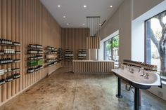 Brooks + Scarpa recycles cardboard tubes and paper for Los Angeles Aesop store interior Shop Interior Design, Store Design, Retail Design, Aesop Store, Tube Carton, Cardboard Tubes, Shop House Plans, Shop Front Design, Shop Window Displays