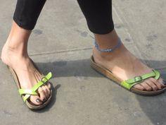 Flip Flop Sandals, Flip Flops, Birkenstock Sandals, Cute Heels, Women's Feet, Summer Shoes, Barefoot, Centre, Flats