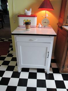 vintage enamel top table--owned one just like this one--loved it.
