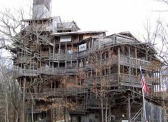 World's Largest Tree House - tall and roughly sq ft, located in Crossville, Tennessee, and bulit by Horrace Burges. I only live like an hour from crossville now! MUST SEE! Big Tree, In The Tree, The Places Youll Go, Places To Go, White Oak Tree, Building A Treehouse, Treehouse Hotel, House Building, Building Ideas